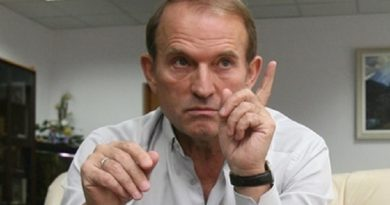 Кум Путіна сміливо заявив, що він не ховається, але знайти його не можуть