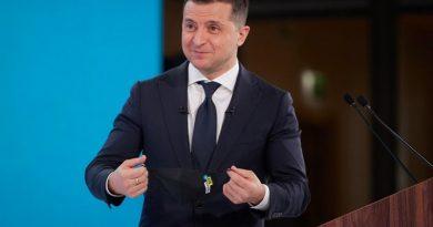 Зеленський став другим вакцинованим чиновником в Україні